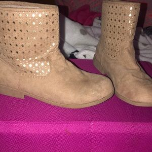 Ankle wasted beige kids boots